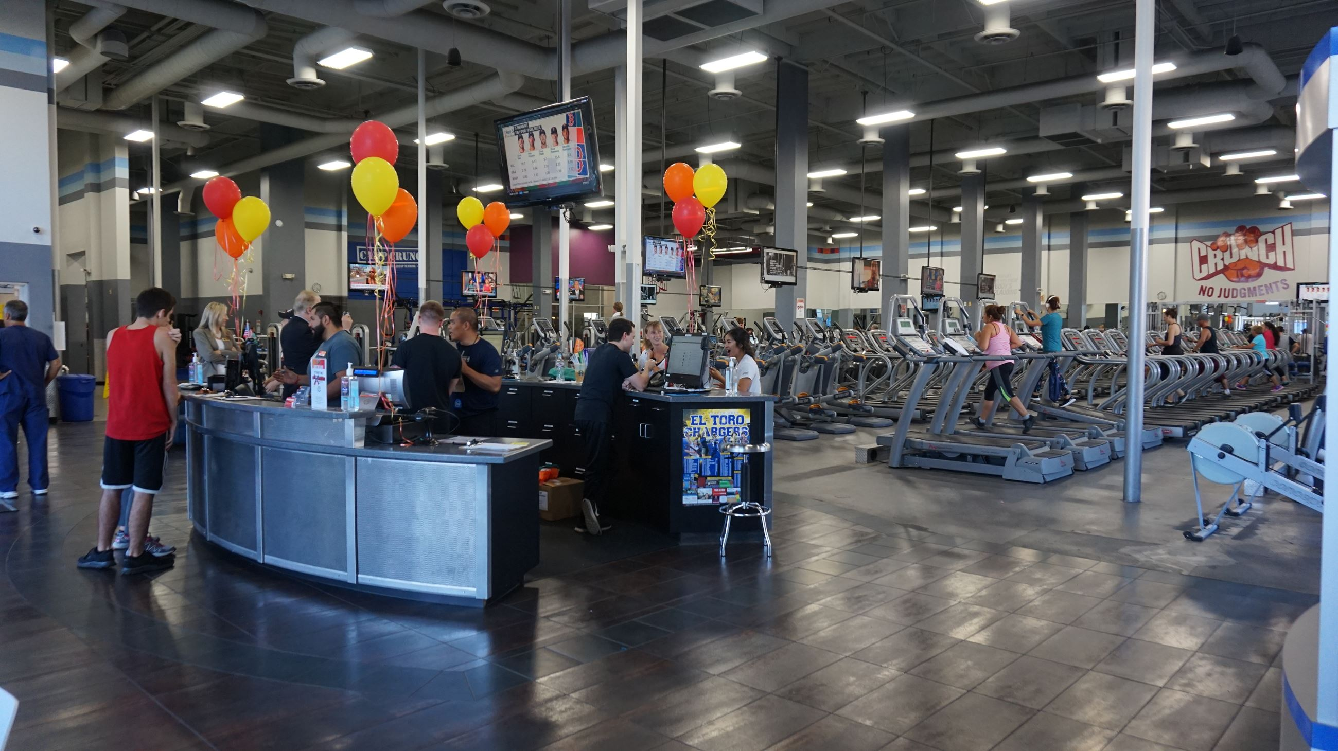 Crunch Fitness Ribbon Cutting